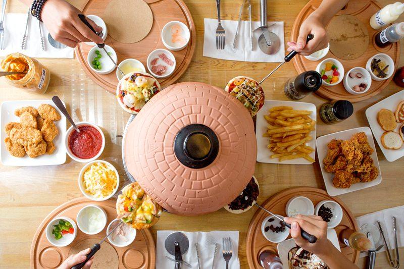 台中南屯▍親子餐廳。玩ONE Pizza,自己DIY做PIZZA吃到飽,好吃又好玩!