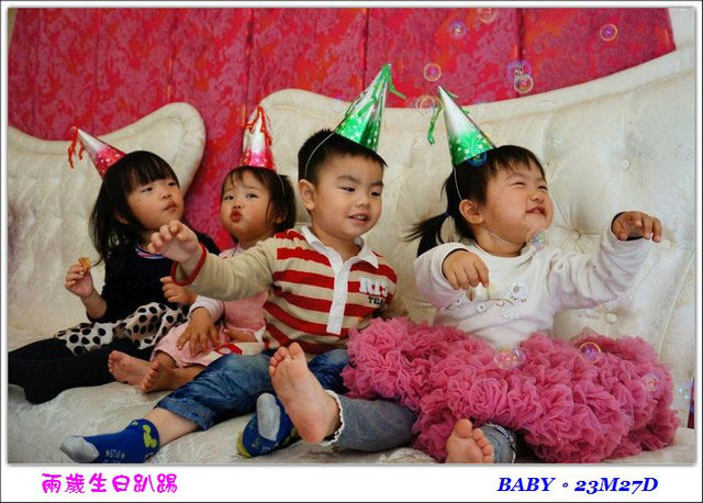 〔23M27D〕兩歲生日趴踢(上)–池畔嬌娃!